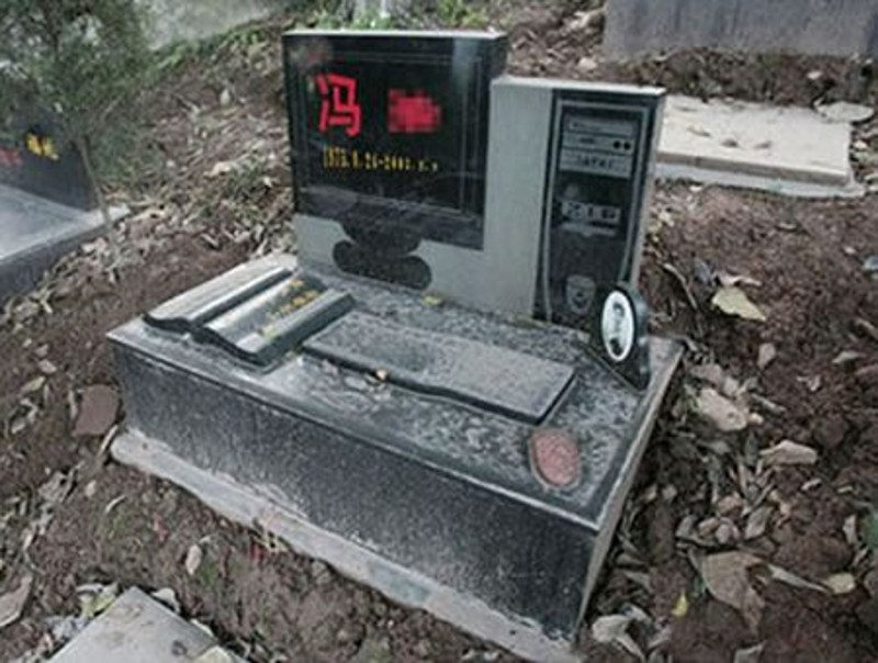 Computer-Gravestone-1