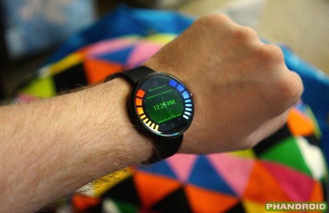 GoldeEye-watchface-Moto-3601-640x415