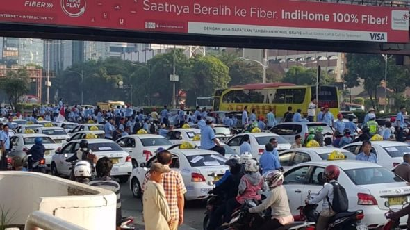 Jakarta Taxi Drivers Are Protesting Against Uber