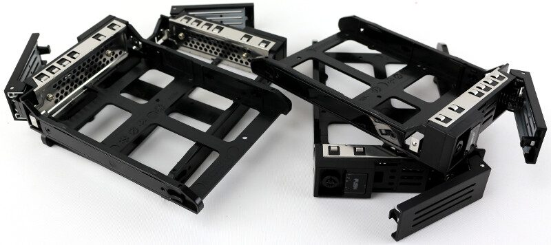 thecus-n4810-photo-drive-trays