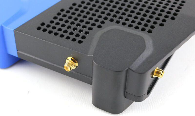 Linksys WRT3200ACM Photo closeup antenna mount 1