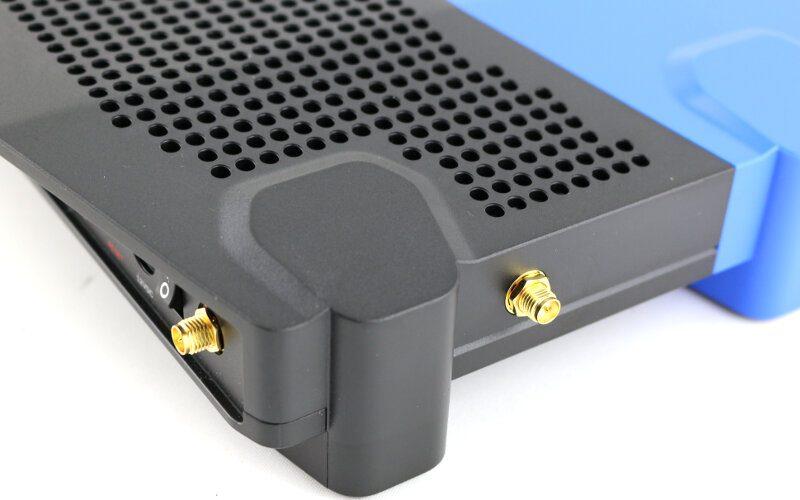Linksys WRT3200ACM Photo closeup antenna mount 2