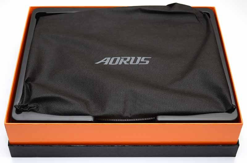 Gigabyte Aorus X3 Plus R7 Gaming Notebook Review