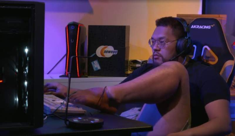 StarCraft Pro Wins Tournament Playing with His Feet