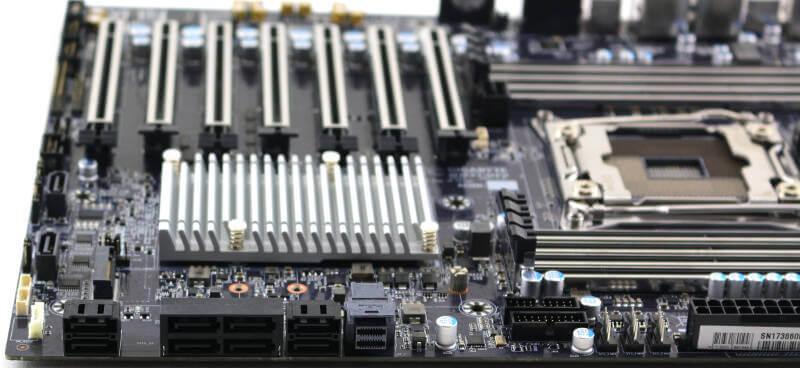 Gigabyte MW51-HP0 Photo closeup storage ports