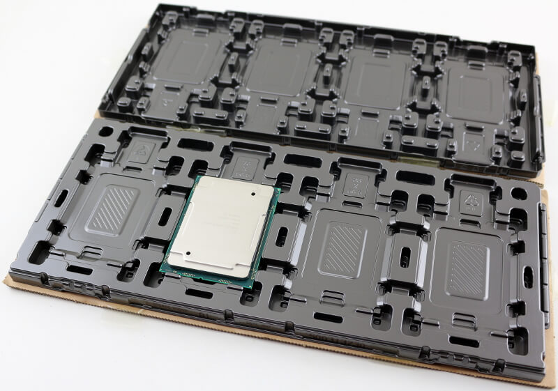 Intel Xeon Gold 6146 LGA3647 Photo package