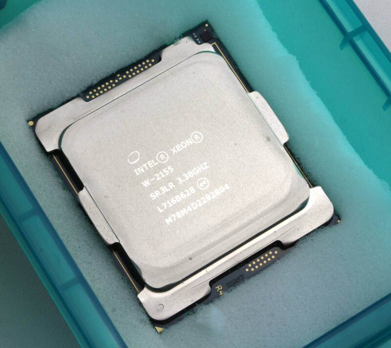 Intel Xeon W-2155 Photo box inside