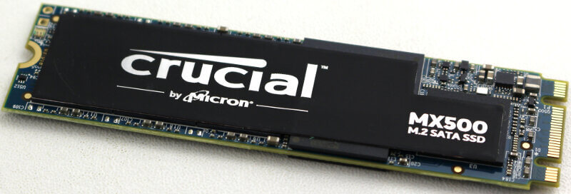 Crucial MX500 M2 1TB Photo view angle 3