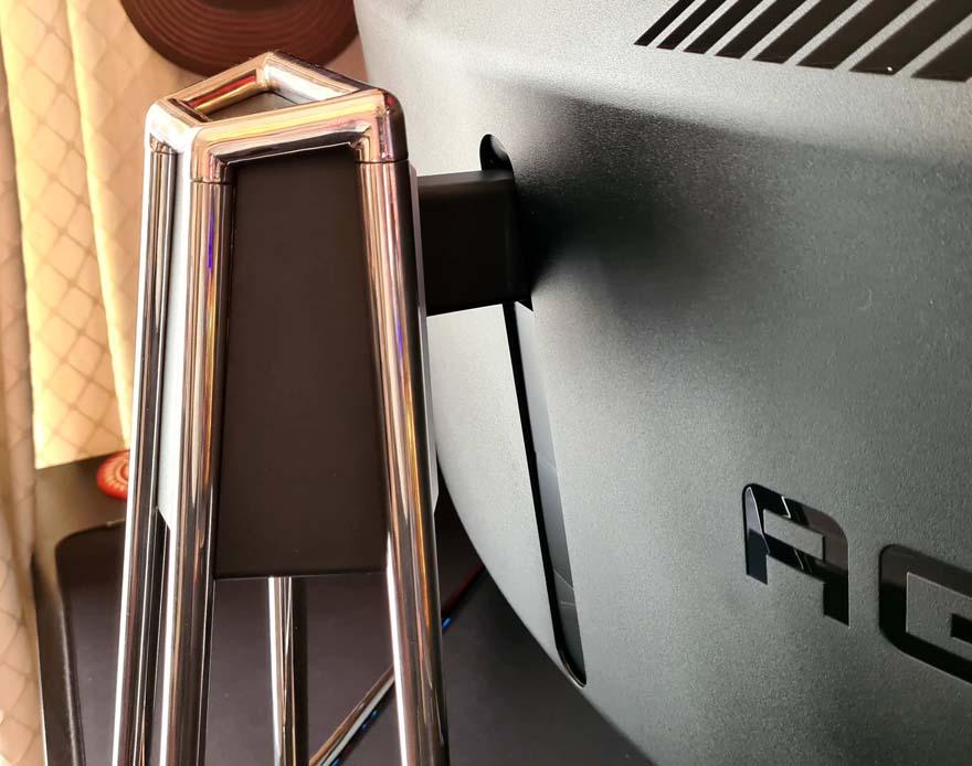 38 AOC AGON Porsche Design PD27