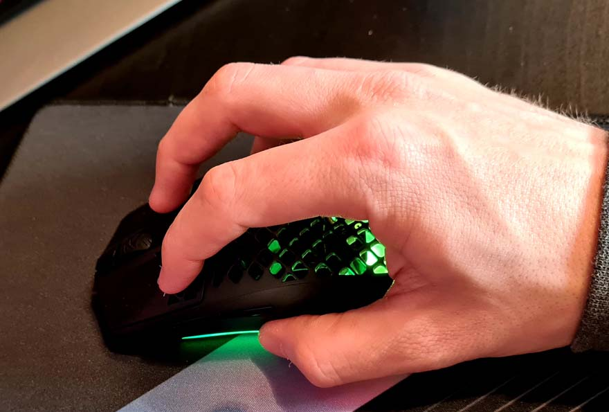 SteelSeries Aerox 3 Wireless Super Light Mouse Review rgb 10 grip