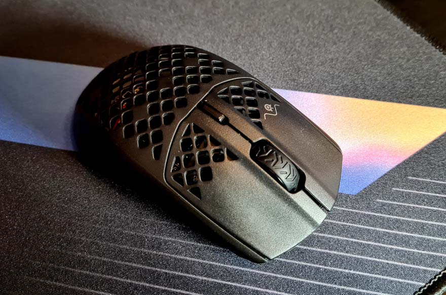 SteelSeries Aerox 3 Wireless Super Light Mouse Review top