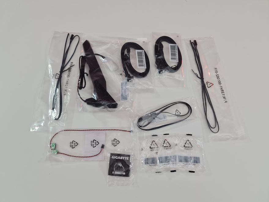 AORUS Z590 Master accessories