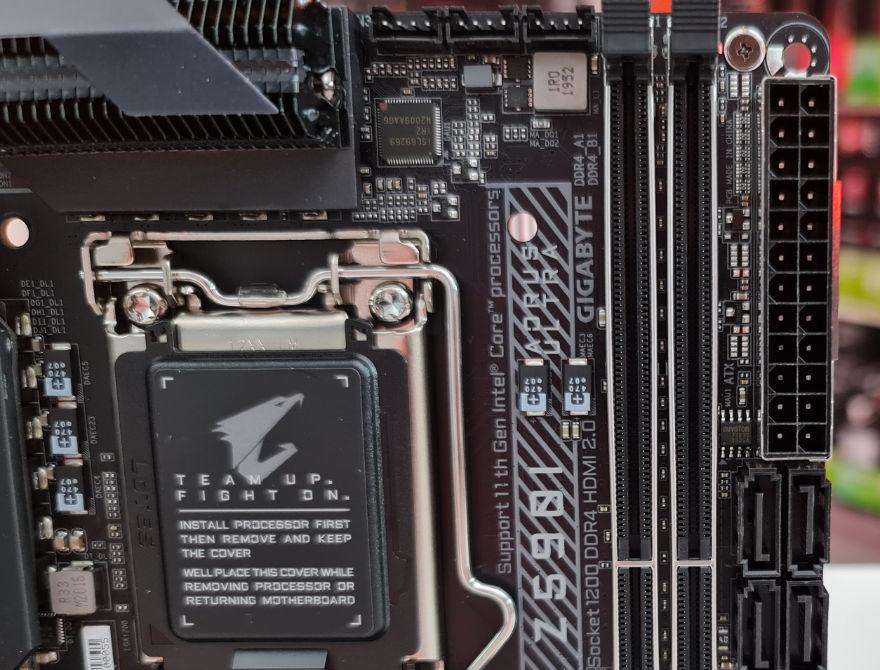 AORUS Z590I AORUS ULTRA 24 pin and sata connectors