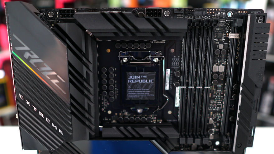 ASUS ROG MAXIMUS XIII EXTREME Motherboard top