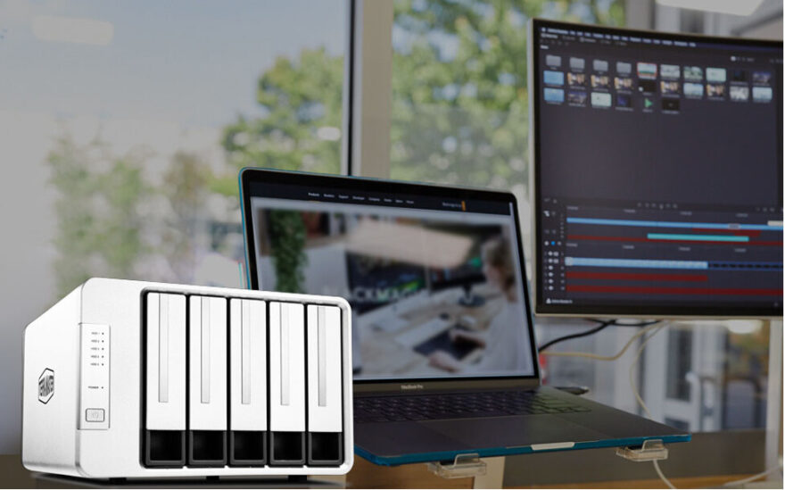 1 TerraMaster Reveal the D5 300 RAID 5 Storage