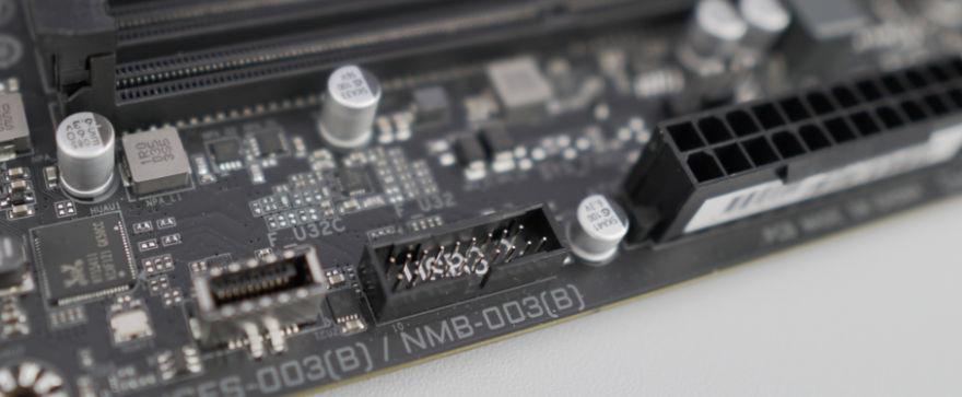 Gigabyte B560M AORUS ELITE Motherboard usb